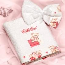 La serviette et le gant brodés à son prénom