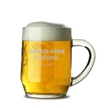 Chope de bière grand-père heureux